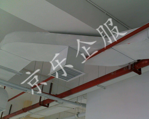 中央空调风管清洗除尘(图1)