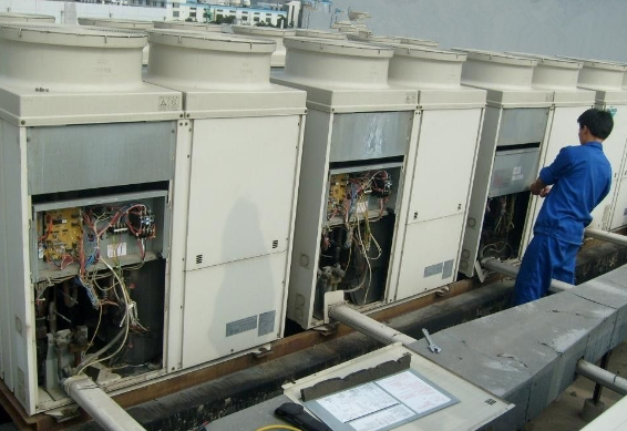 中央空调水泵检查维修与保养加油