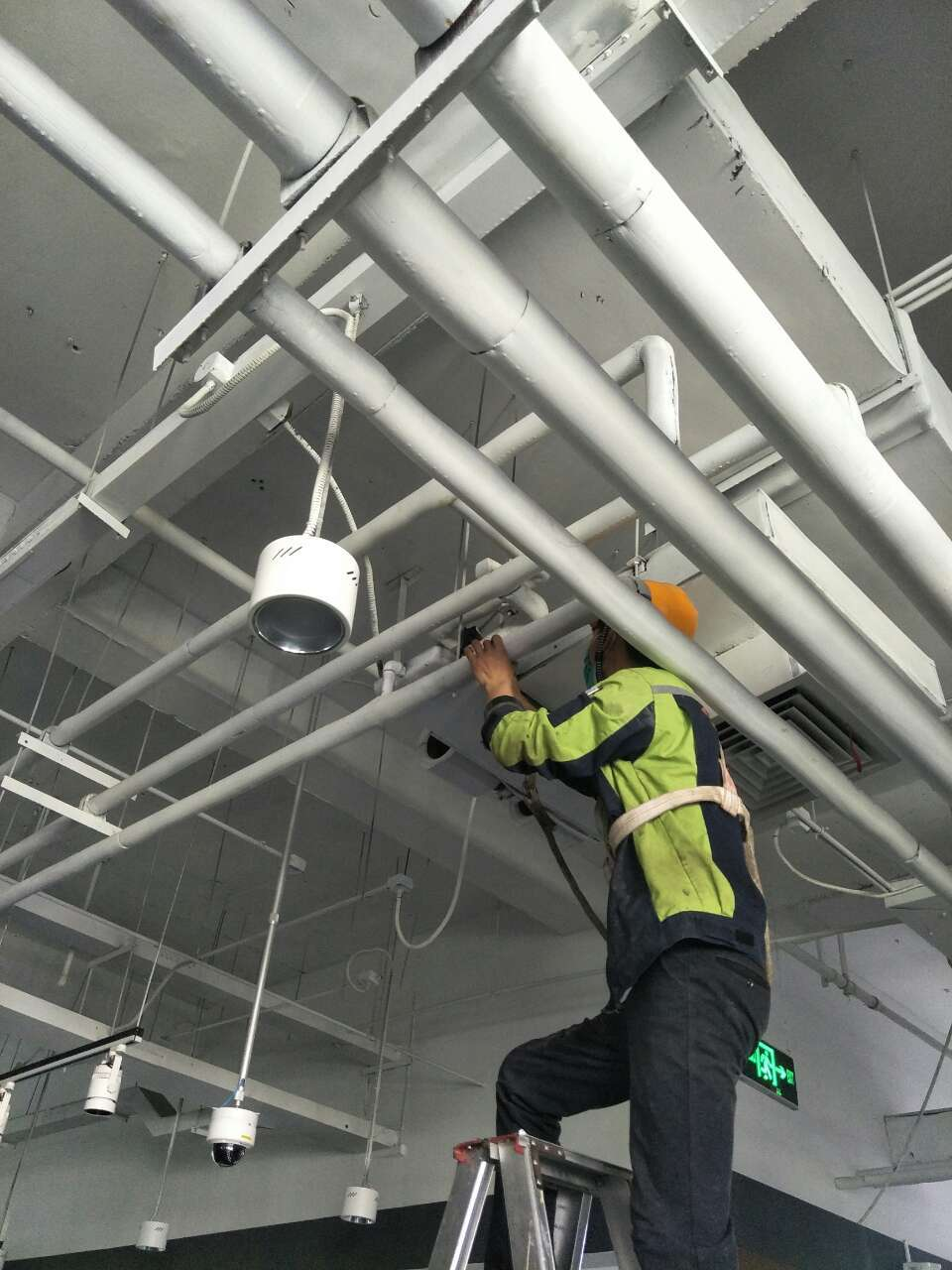 中央空调管道清洗方法简介