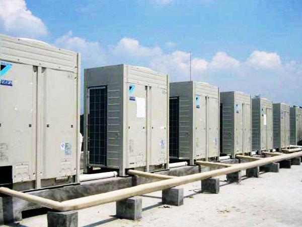 特灵中央空调冷/热水型机组和定、变频工作原理